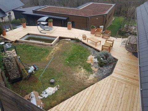 Terrasse bois Mélèze sur poteaux en Savoie