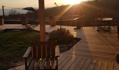 Pergola en bois Mélèze contrecollé sur terrasse bois Mélèze