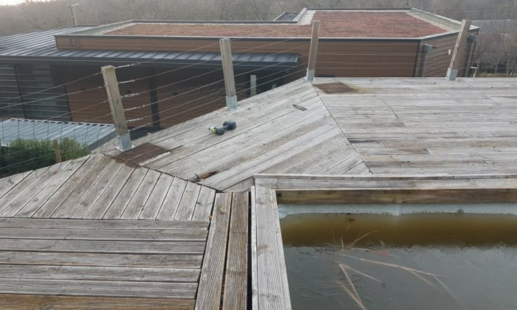 Terrasse bois sur poteaux en Mélèze à Verel Pragondran