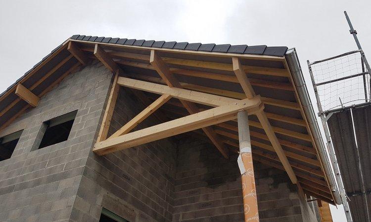 Fabrication et installation d'une demi ferme sur poteau – Cognin (Savoie – 73)