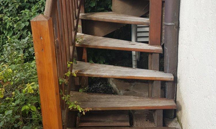 Rénovation d'un escalier bois extérieur – Crolles (Isère – 38)