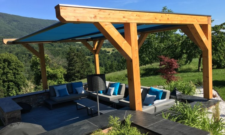 Pergola en bois pour aménagement d'un coin cosi / espace détente à Traize (Savoie - 73)