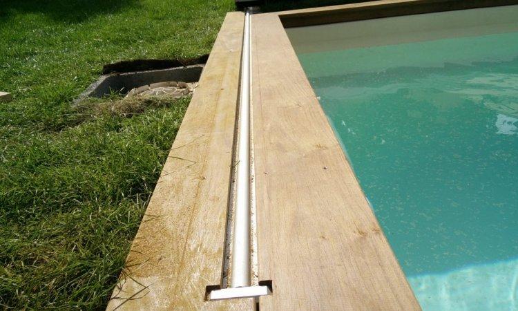 Habillage d'une structure mobile de piscine et plage de piscine en bois exotique à Meyzieu (Rhône - 69)