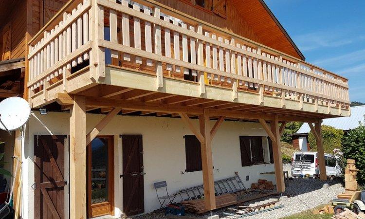 Terrasse bois sur poteaux en Mélèze et Pin Douglas à St Bernard du Touvet (Isère - 38)